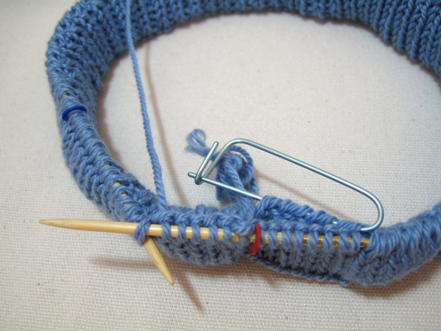 knitting the joining round